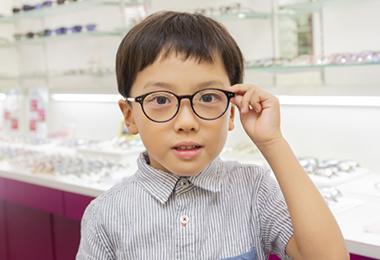 ポイント1:壊れにくい頑丈なメガネを選ぶ