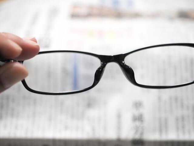 ルーペと老眼鏡の違い